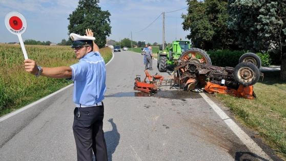 Morì travolto dal trattore: condannato il datore di lavoro